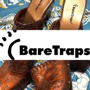 NWOT- Mule clogs by Bare Traps size 10M